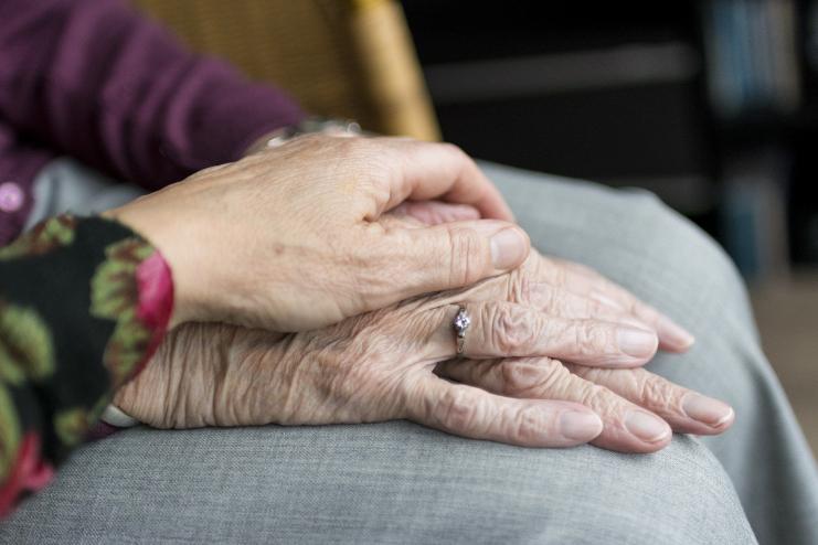 Psicologia contribui no combate à violência contra idosos